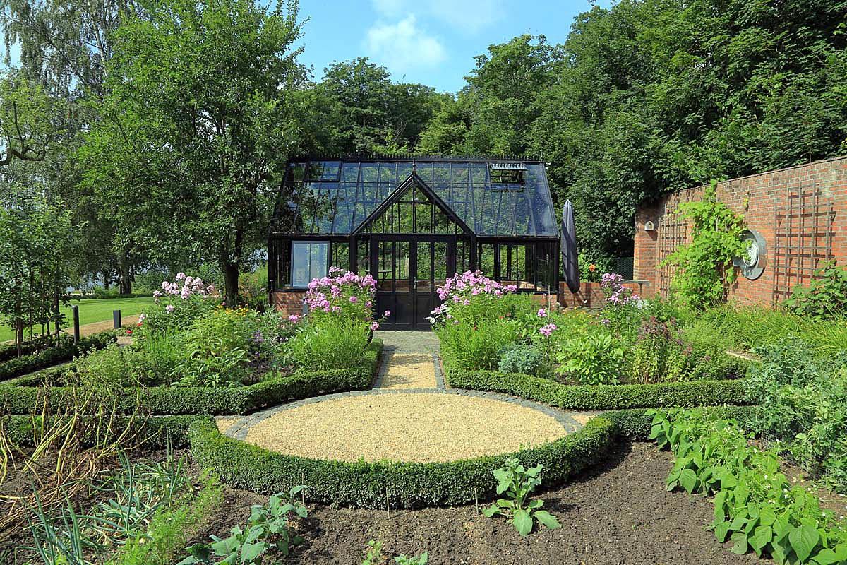 Gartenstile die polarisieren reinhard sch fer garten for Gartengestaltung verwunschen