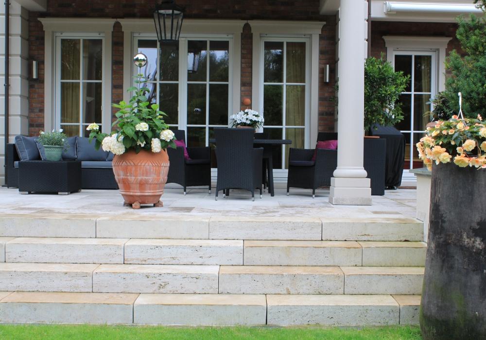 terrassen aus stein oder holz reinhard sch fer garten und landschaftsbau gmbh. Black Bedroom Furniture Sets. Home Design Ideas